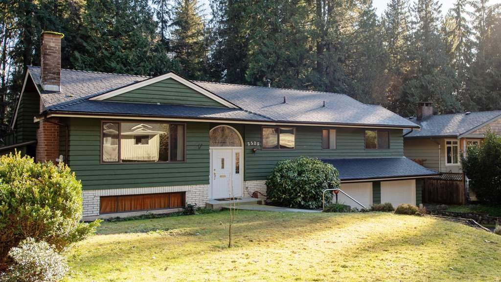 Main Photo: 2525 HYANNIS Point in North Vancouver: Blueridge NV House for sale : MLS®# R2337178
