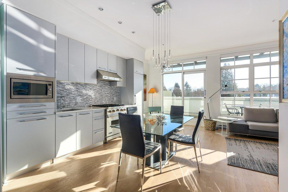 """Main Photo: 403 4355 W 10TH Avenue in Vancouver: Point Grey Condo for sale in """"IRON & WHYTE"""" (Vancouver West)  : MLS®# R2338571"""