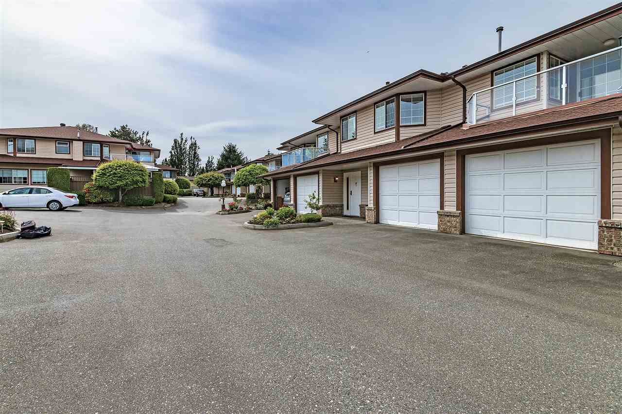 "Main Photo: 32 32659 GEORGE FERGUSON Way in Abbotsford: Abbotsford West Townhouse for sale in ""CANTERBURY GATE"" : MLS®# R2343640"
