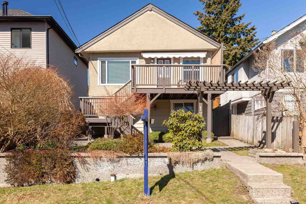 Main Photo: 176 W KINGS Road in North Vancouver: Upper Lonsdale House for sale : MLS®# R2381897