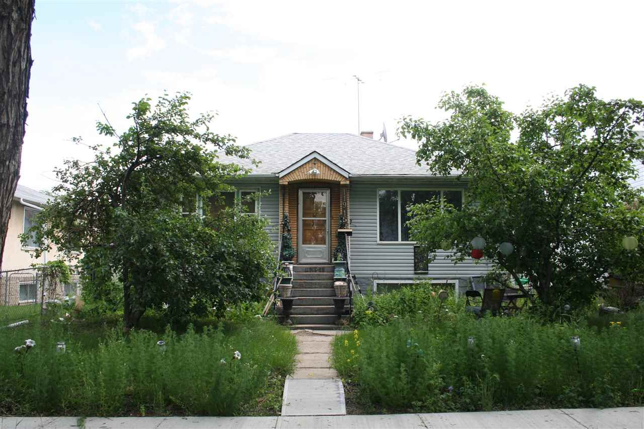 Main Photo: 11915 69 Street in Edmonton: Zone 06 House for sale : MLS®# E4163822