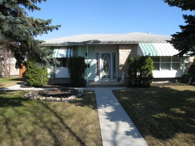 Main Photo: 907 BEAVERHILL Boulevard in WINNIPEG: Windsor Park / Southdale / Island Lakes Residential for sale (South East Winnipeg)  : MLS®# 1107874
