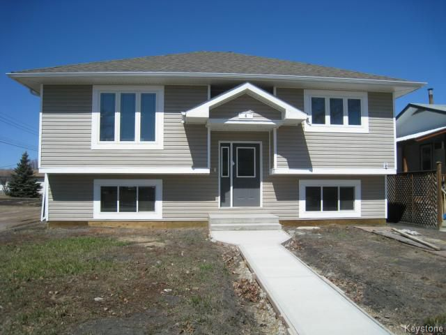 Main Photo: 4 Kerr Avenue in DAUPHIN: Manitoba Other Residential for sale : MLS®# 1402826