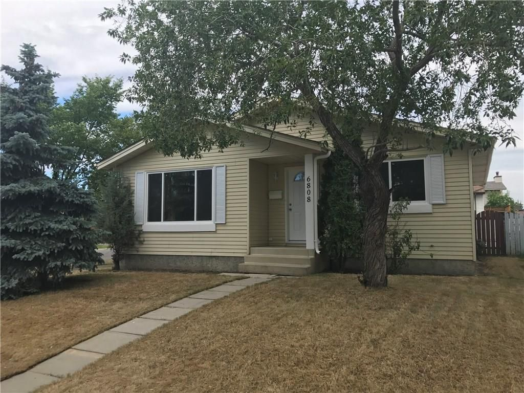 Main Photo: 6808 43 Avenue NE in Calgary: Temple House for sale : MLS®# C4125844