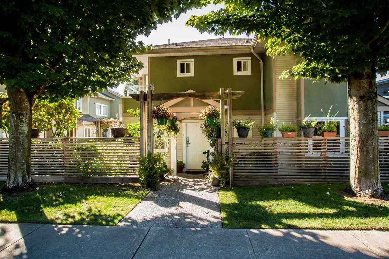 "Main Photo: 1 1233 W 16TH Street in North Vancouver: Norgate Townhouse for sale in ""ROSEDALE COURT"" : MLS®# R2204163"