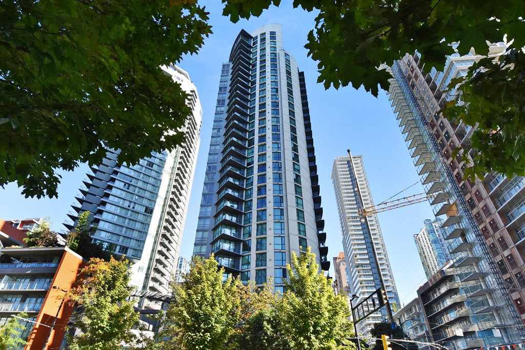 "Main Photo: 402 501 PACIFIC Street in Vancouver: Downtown VW Condo for sale in ""THE 501"" (Vancouver West)  : MLS®# R2212611"