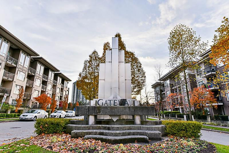 Main Photo: 402 13555 GATEWAY Drive in Surrey: Whalley Condo for sale (North Surrey)  : MLS®# R2222591