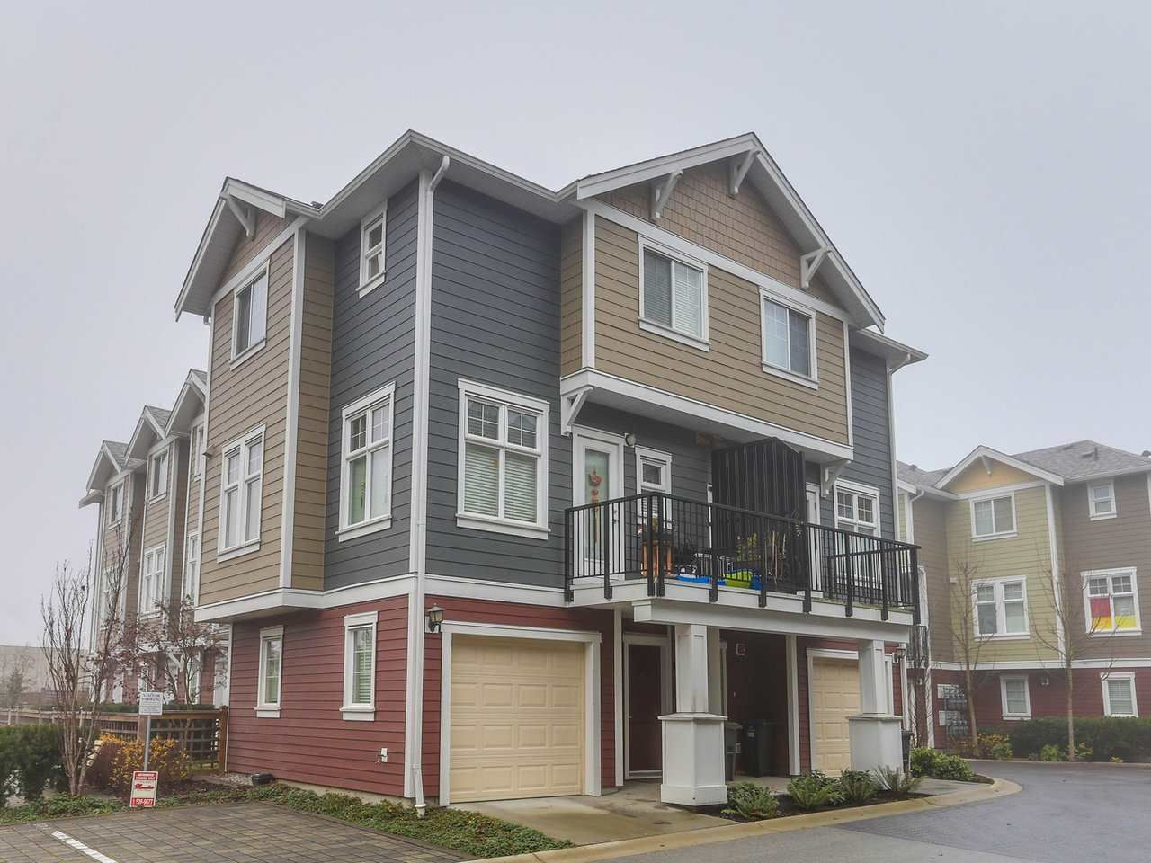Main Photo: 32 1111 EWEN Avenue in New Westminster: Queensborough Townhouse for sale : MLS®# R2227036