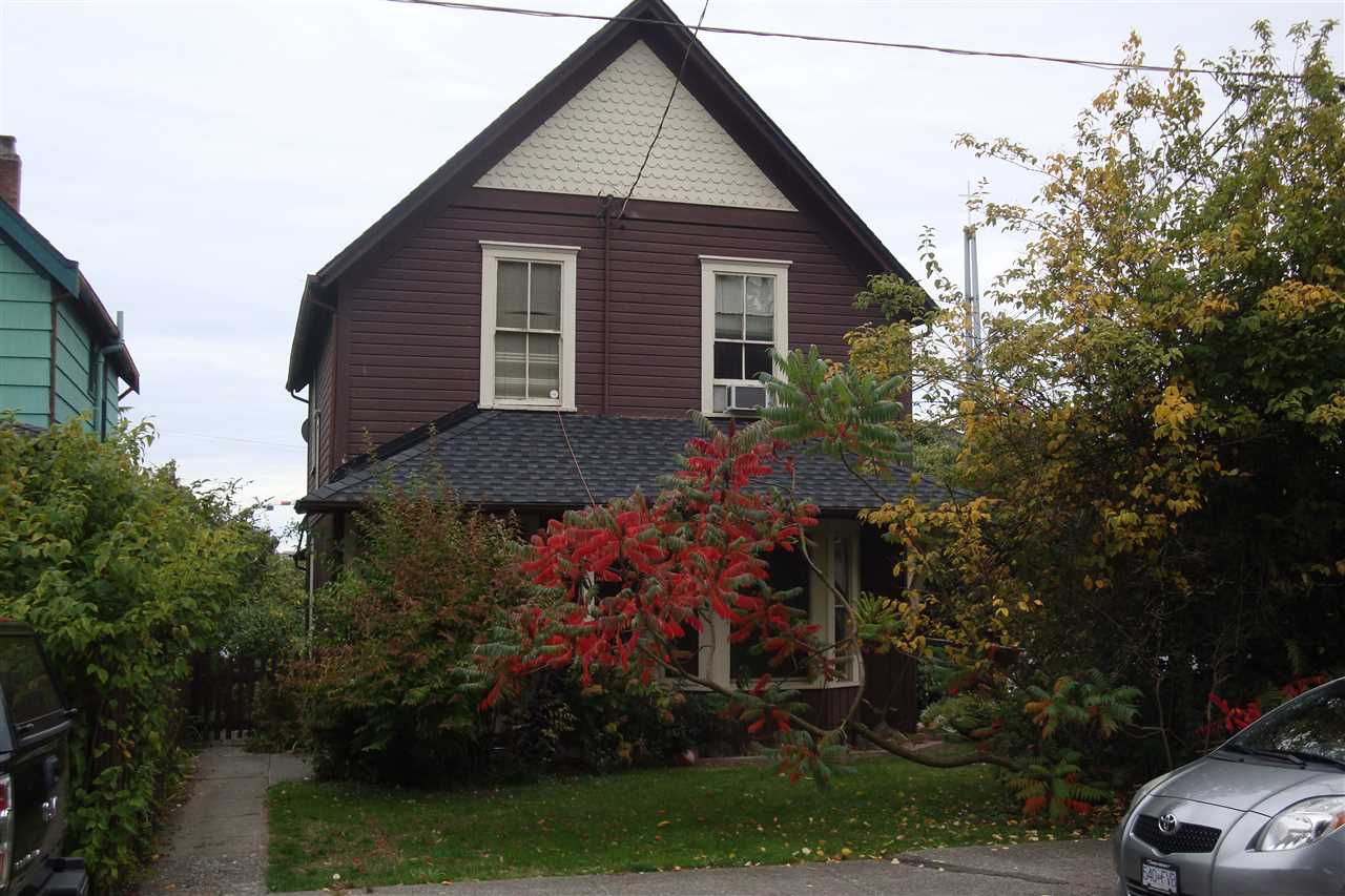 """Main Photo: 512 ST. GEORGE Street in New Westminster: Queens Park House for sale in """"QUEEN'S PARK"""" : MLS®# R2311774"""