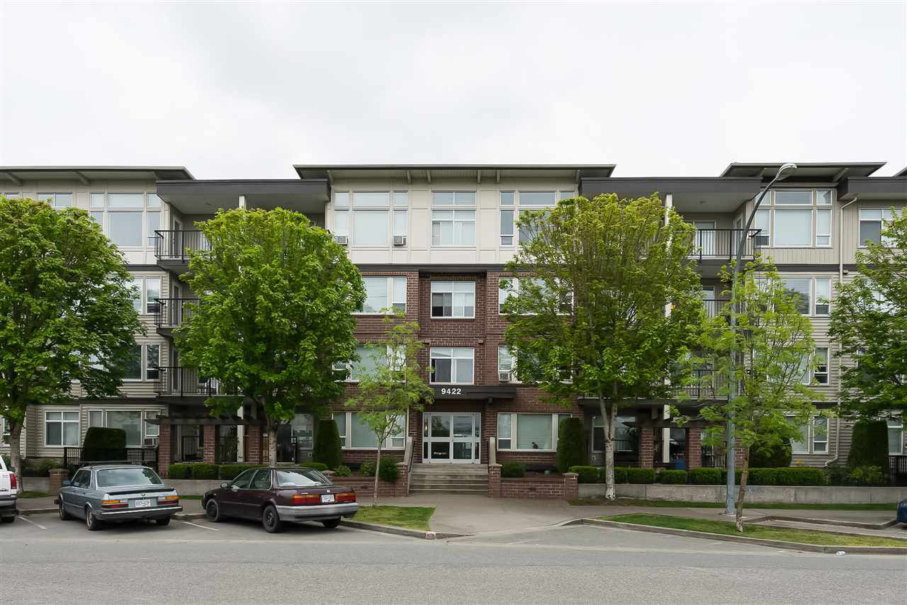 """Main Photo: 410 9422 VICTOR Street in Chilliwack: Chilliwack N Yale-Well Condo for sale in """"Newmark"""" : MLS®# R2330105"""