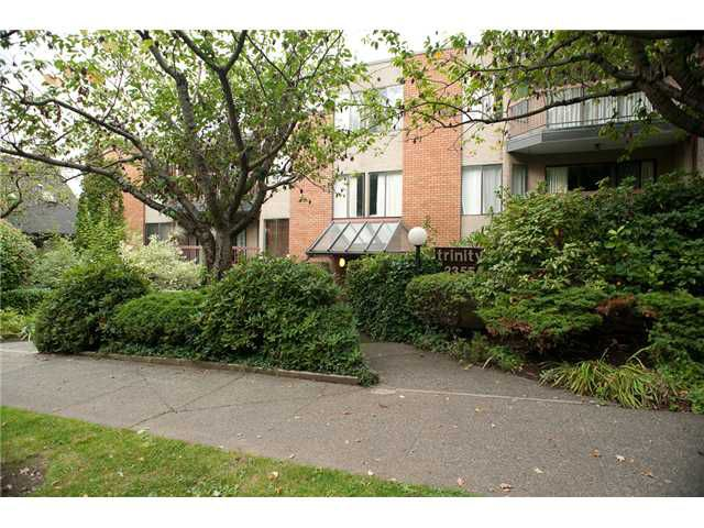 """Main Photo: 205 2355 TRINITY Street in Vancouver: Hastings Condo for sale in """"TRINITY APARTMENTS"""" (Vancouver East)  : MLS®# V912506"""