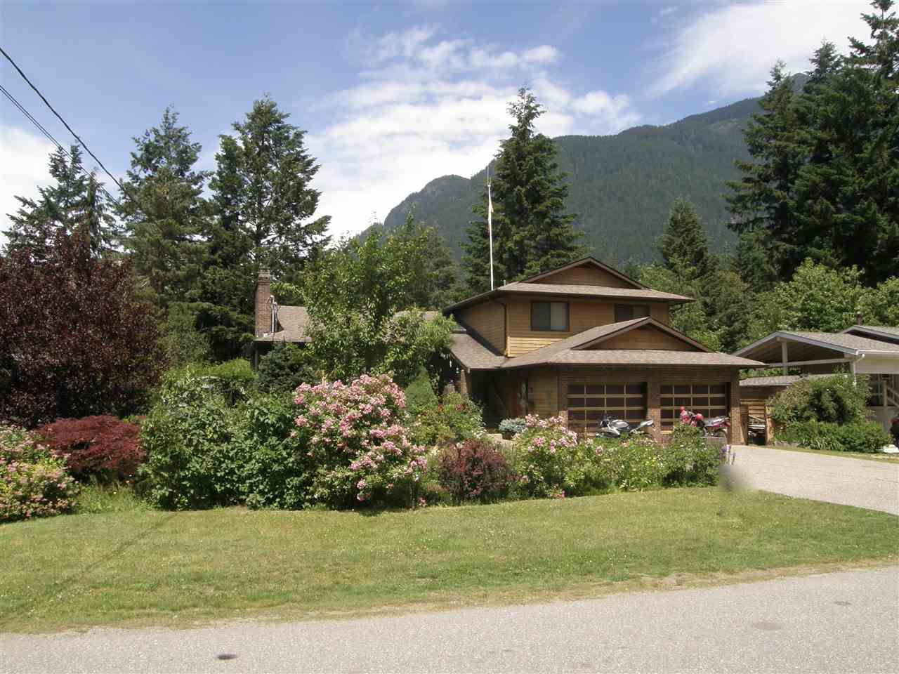 Main Photo: 65943 PARK Avenue in Hope: Hope Kawkawa Lake House for sale : MLS®# R2077504