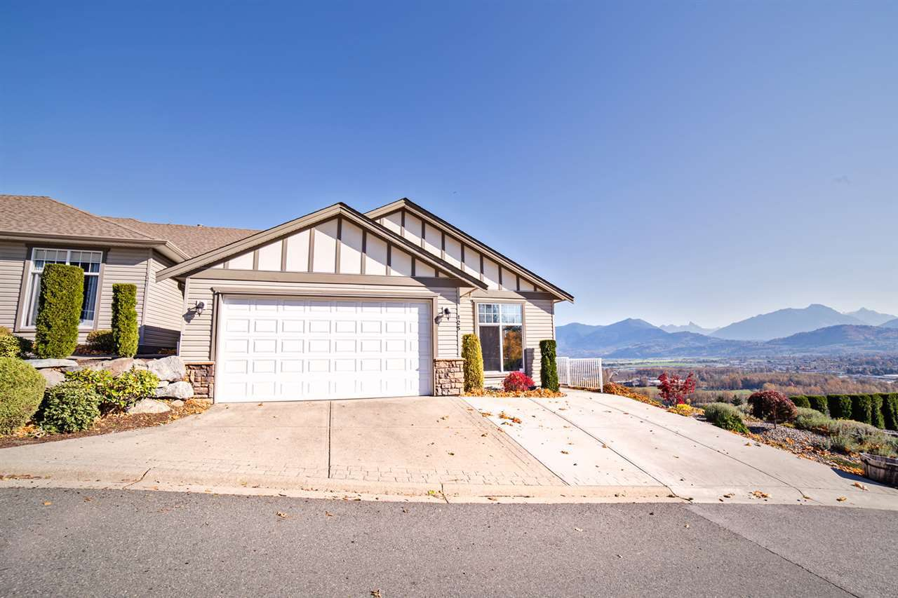 """Main Photo: 125 8590 SUNRISE Drive in Chilliwack: Chilliwack Mountain Townhouse for sale in """"MAPLE HILLS"""" : MLS®# R2219906"""