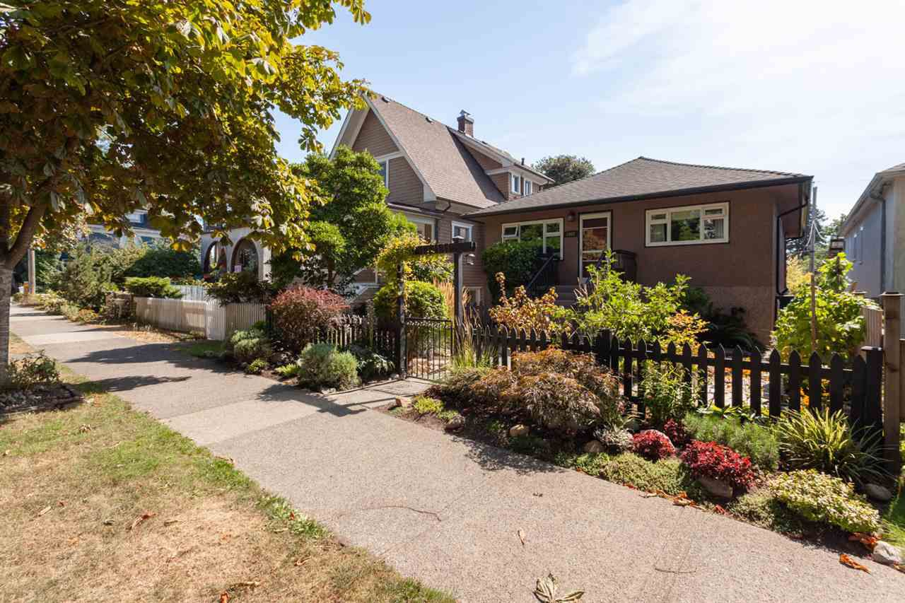 """Main Photo: 2062 KITCHENER Street in Vancouver: Grandview VE House for sale in """"COMMERCIAL DRIVE"""" (Vancouver East)  : MLS®# R2301971"""