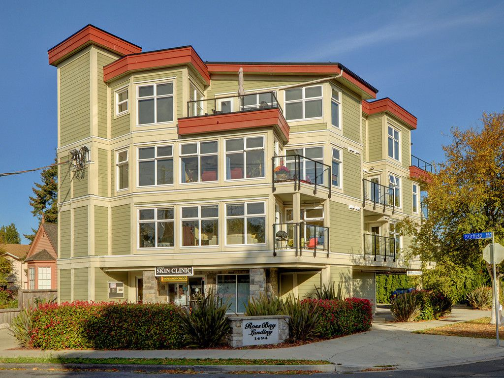 Main Photo: 201 1494 Fairfield Road in VICTORIA: Vi Fairfield West Condo Apartment for sale (Victoria)  : MLS®# 400437