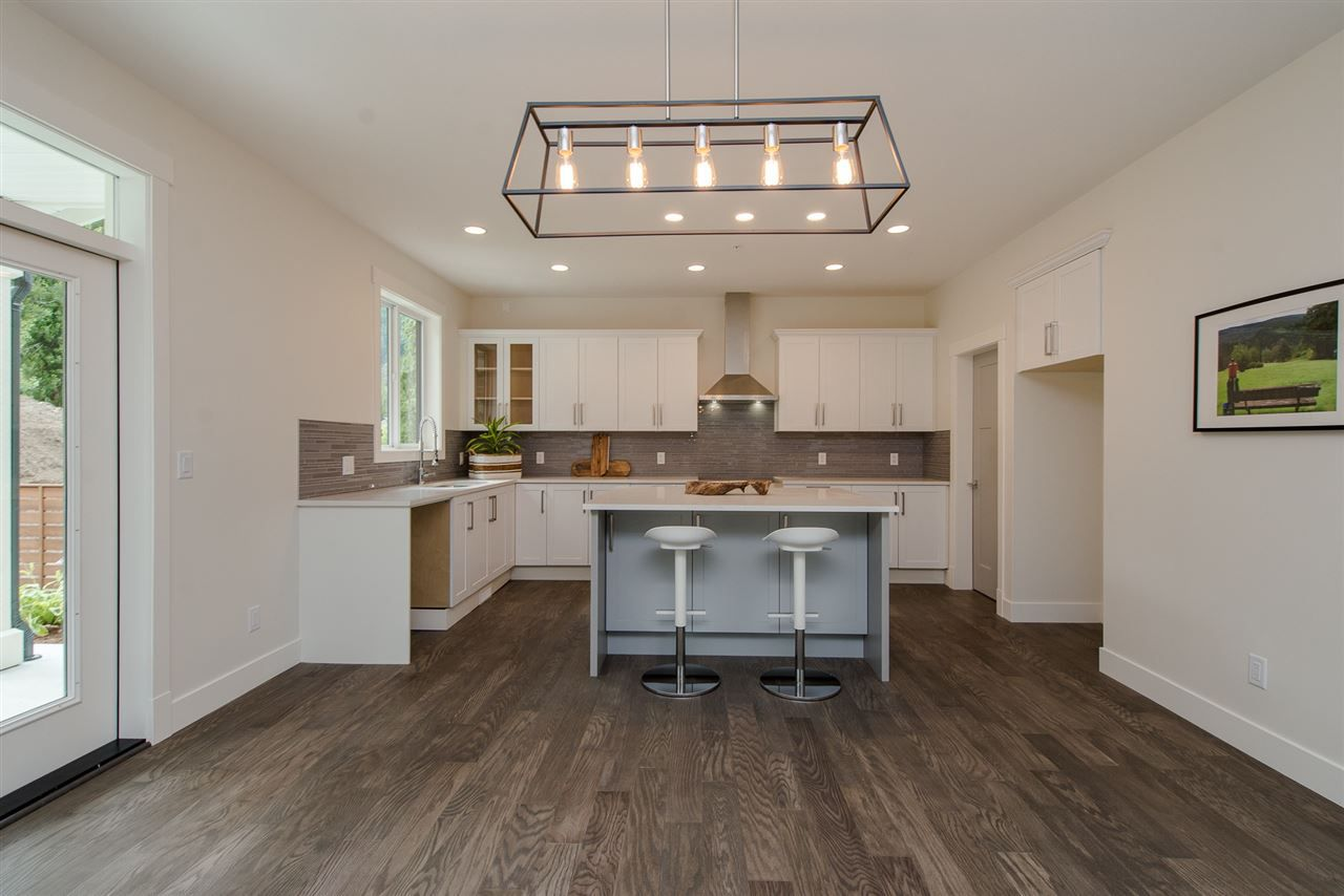 """Photo 8: Photos: 1 1885 COLUMBIA VALLEY Road: Lindell Beach House for sale in """"Aquadel Crossing"""" (Cultus Lake)  : MLS®# R2351712"""