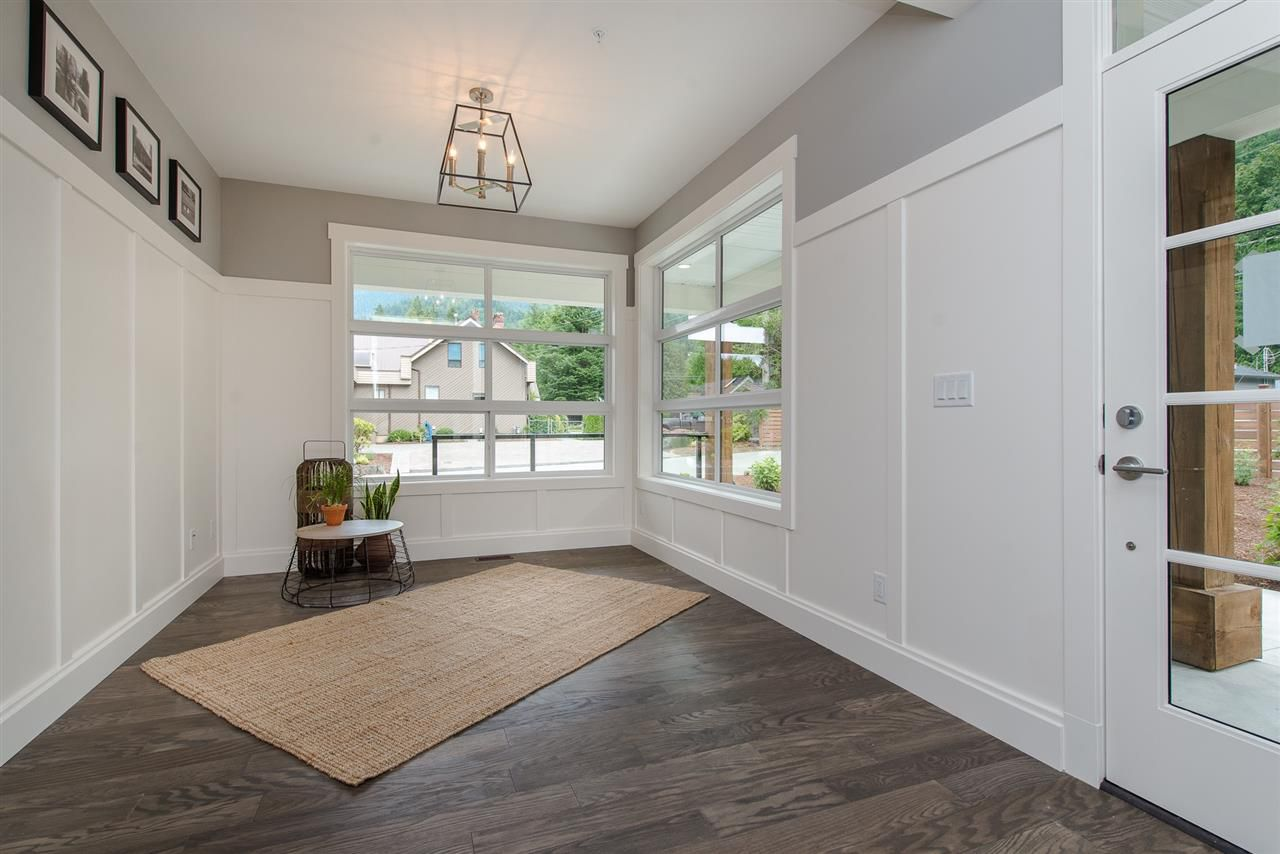 """Photo 3: Photos: 1 1885 COLUMBIA VALLEY Road: Lindell Beach House for sale in """"Aquadel Crossing"""" (Cultus Lake)  : MLS®# R2351712"""