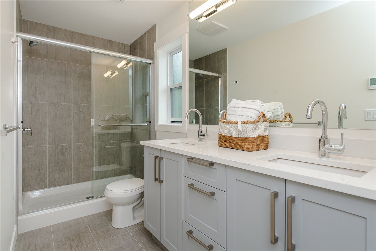 """Photo 14: Photos: 1 1885 COLUMBIA VALLEY Road: Lindell Beach House for sale in """"Aquadel Crossing"""" (Cultus Lake)  : MLS®# R2351712"""