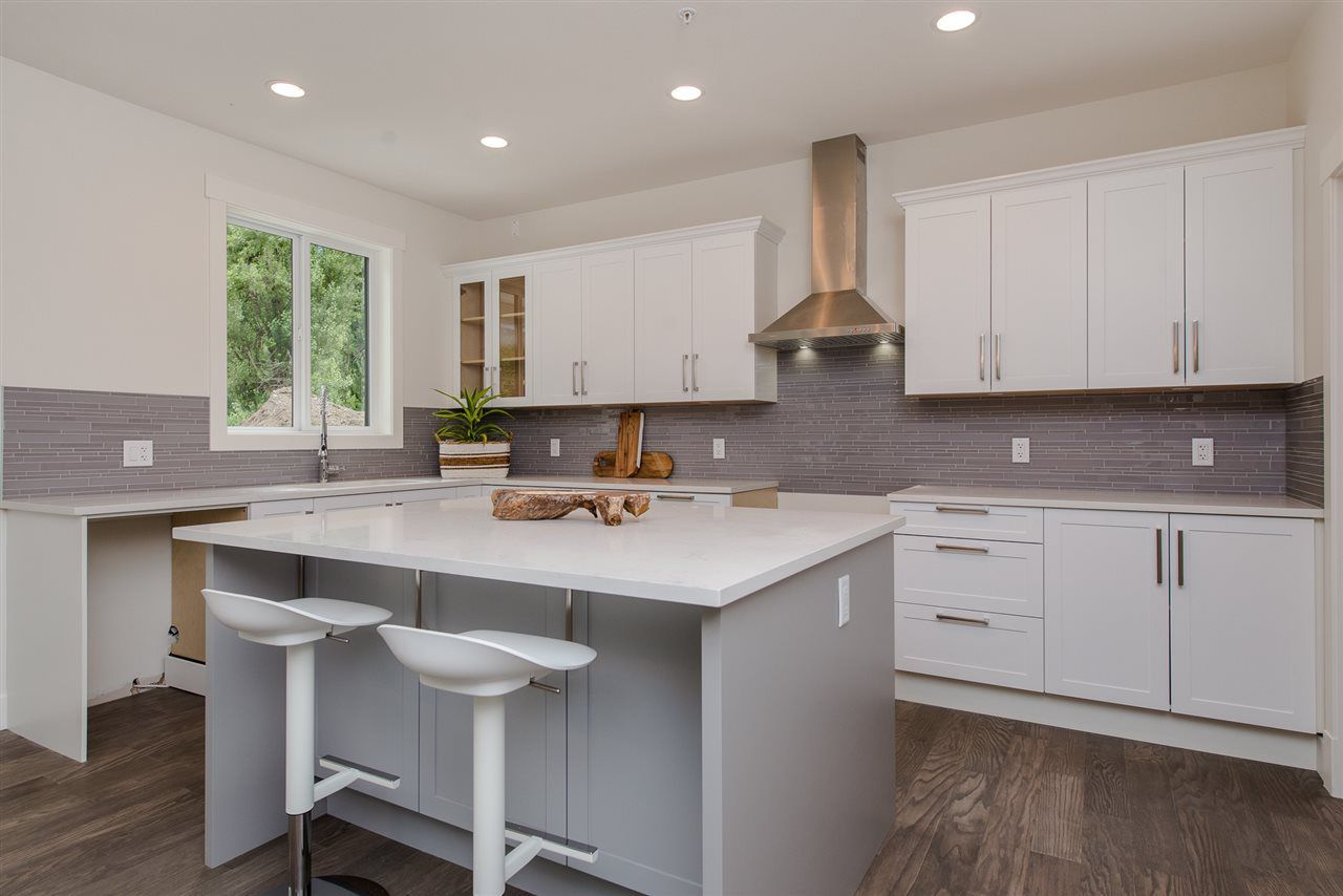 """Photo 9: Photos: 1 1885 COLUMBIA VALLEY Road: Lindell Beach House for sale in """"Aquadel Crossing"""" (Cultus Lake)  : MLS®# R2351712"""