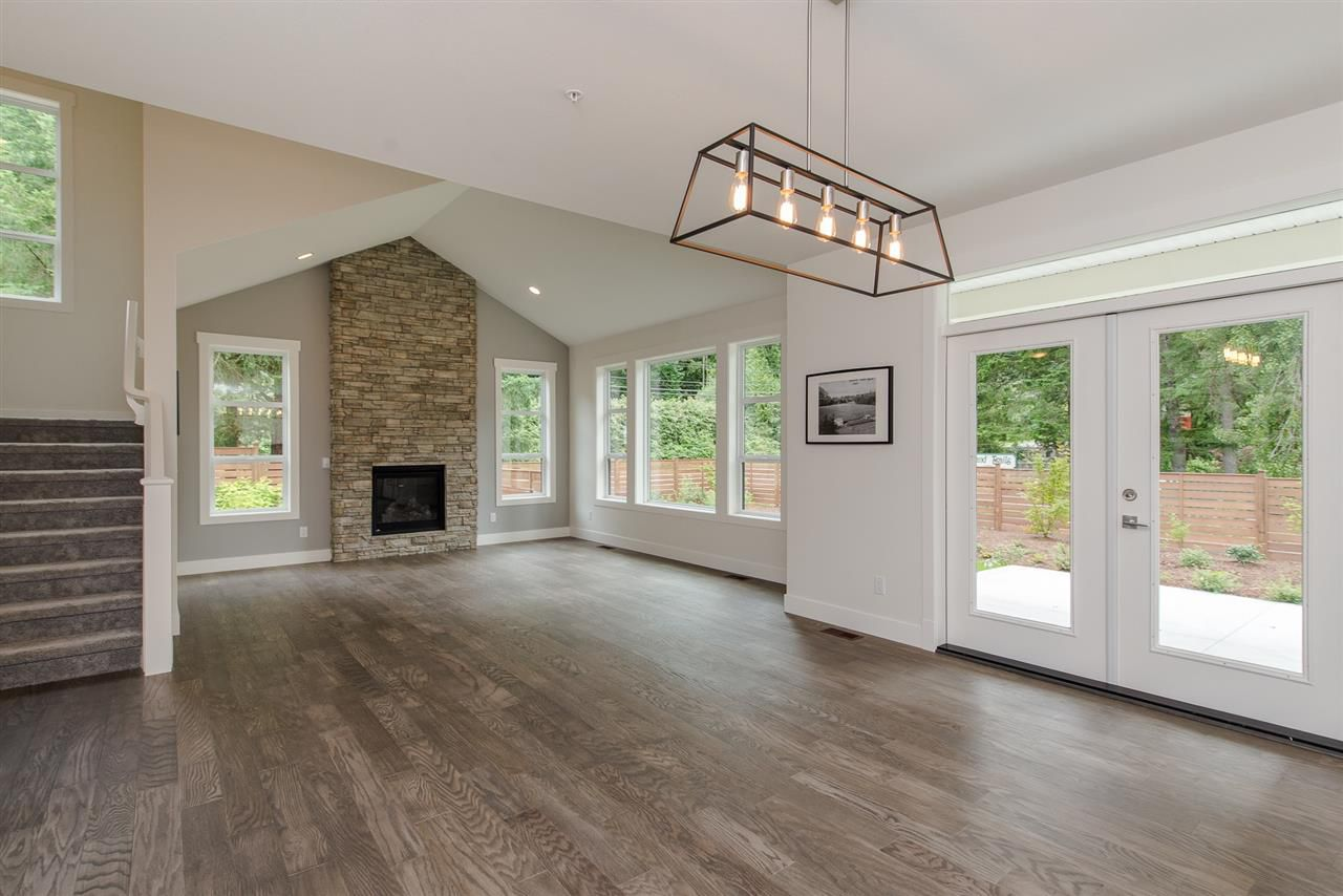 """Photo 5: Photos: 1 1885 COLUMBIA VALLEY Road: Lindell Beach House for sale in """"Aquadel Crossing"""" (Cultus Lake)  : MLS®# R2351712"""