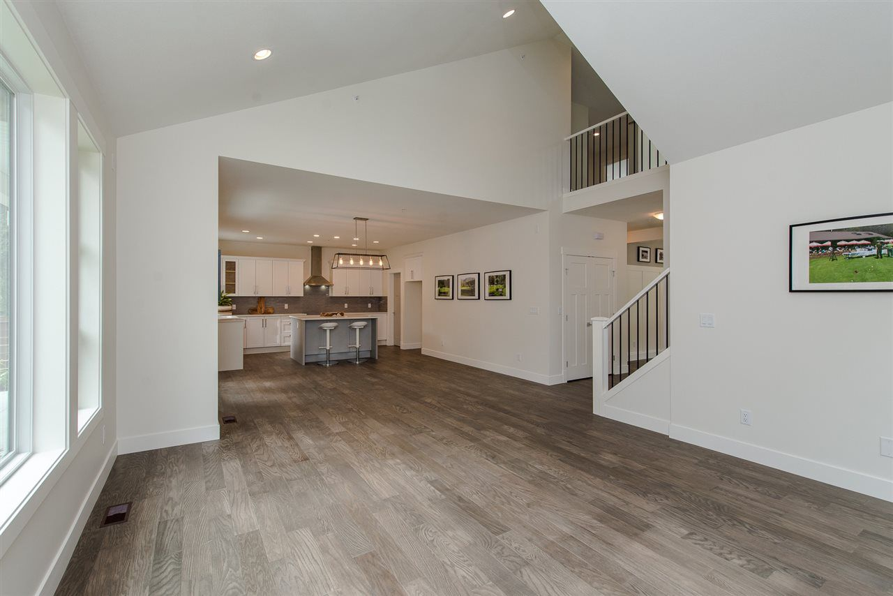 """Photo 7: Photos: 1 1885 COLUMBIA VALLEY Road: Lindell Beach House for sale in """"Aquadel Crossing"""" (Cultus Lake)  : MLS®# R2351712"""