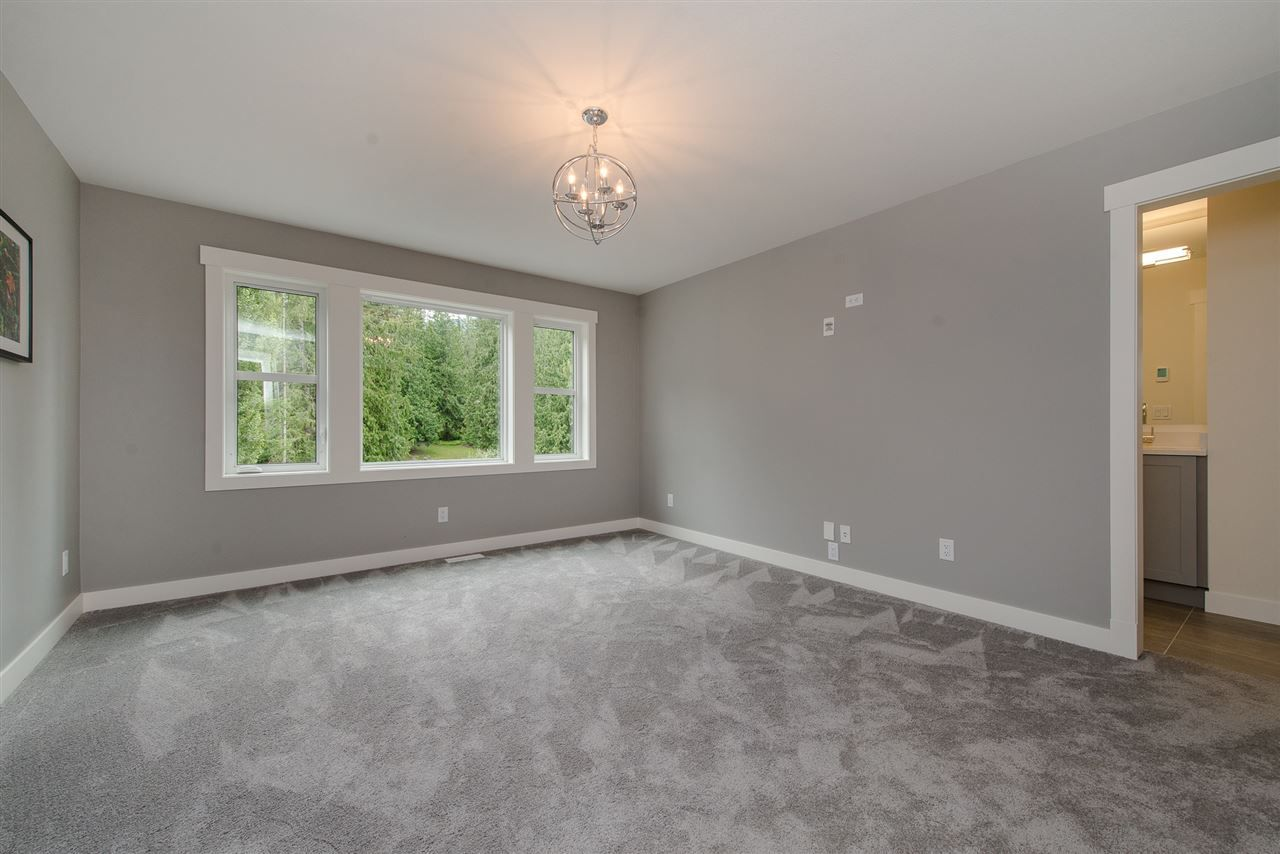 """Photo 13: Photos: 1 1885 COLUMBIA VALLEY Road: Lindell Beach House for sale in """"Aquadel Crossing"""" (Cultus Lake)  : MLS®# R2351712"""