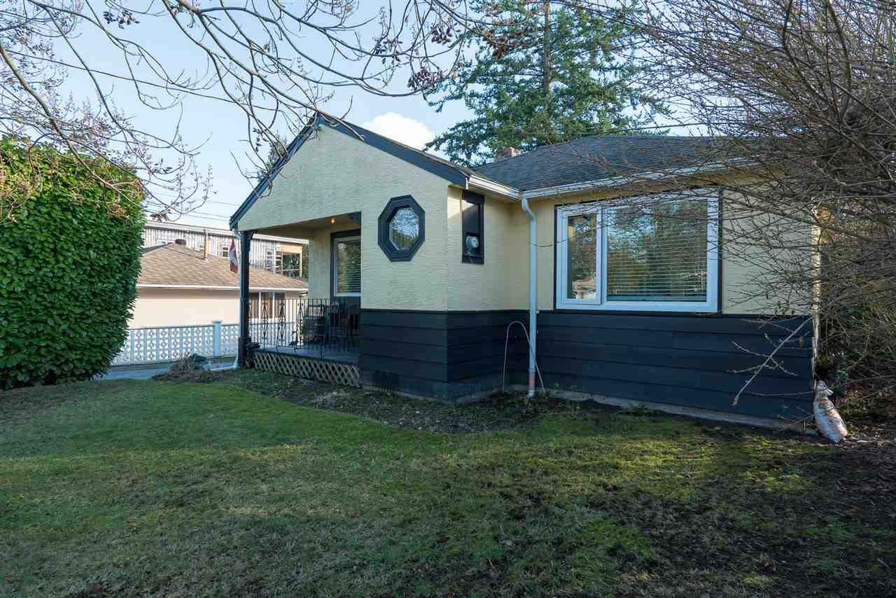 Main Photo: 15620 RUSSELL Avenue: White Rock House for sale (South Surrey White Rock)  : MLS®# R2140276