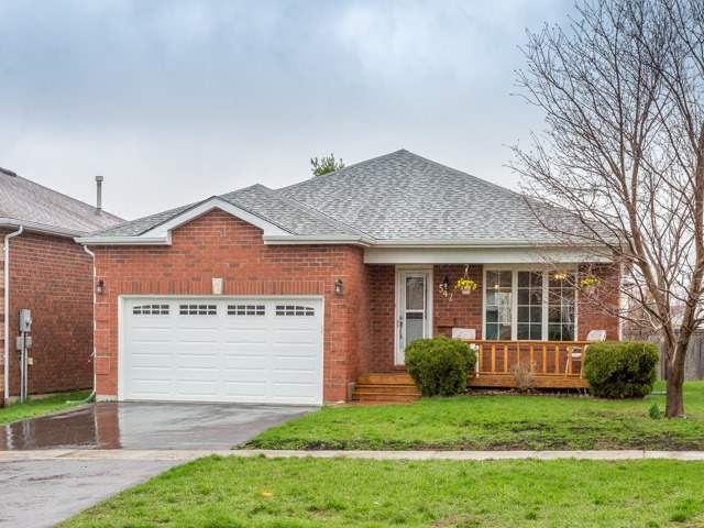 Main Photo: 542 E Grove Street in Barrie: Grove East House (Bungalow) for sale : MLS®# S3778037