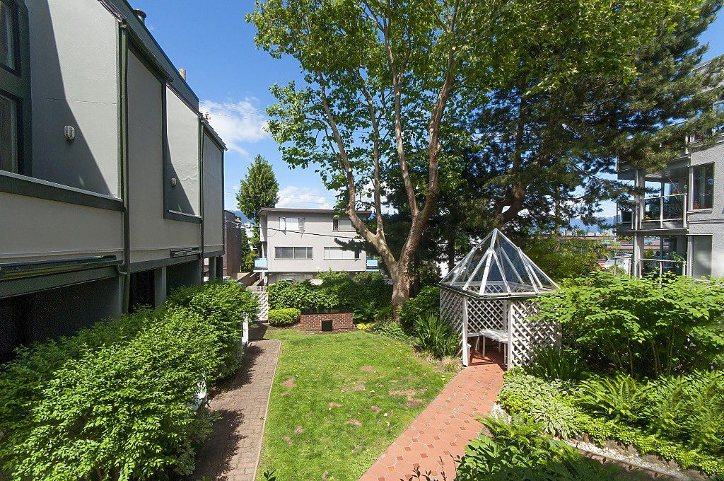"Photo 25: Photos: 12 1870 YEW Street in Vancouver: Kitsilano Townhouse for sale in ""NEWPORT MEWS"" (Vancouver West)  : MLS®# R2180967"