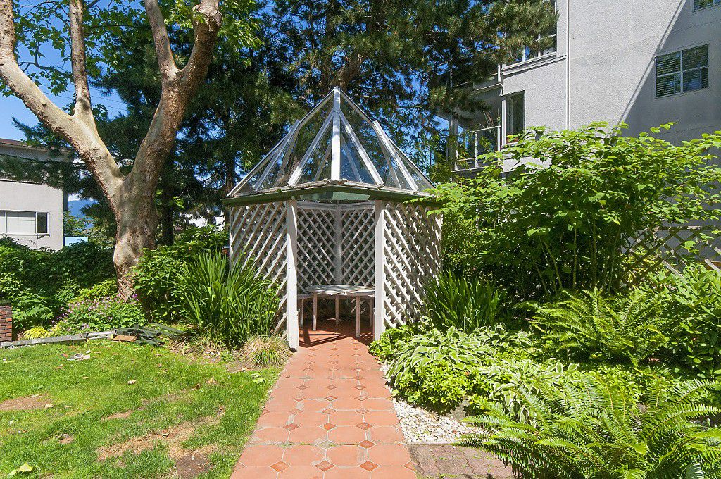 "Photo 27: Photos: 12 1870 YEW Street in Vancouver: Kitsilano Townhouse for sale in ""NEWPORT MEWS"" (Vancouver West)  : MLS®# R2180967"