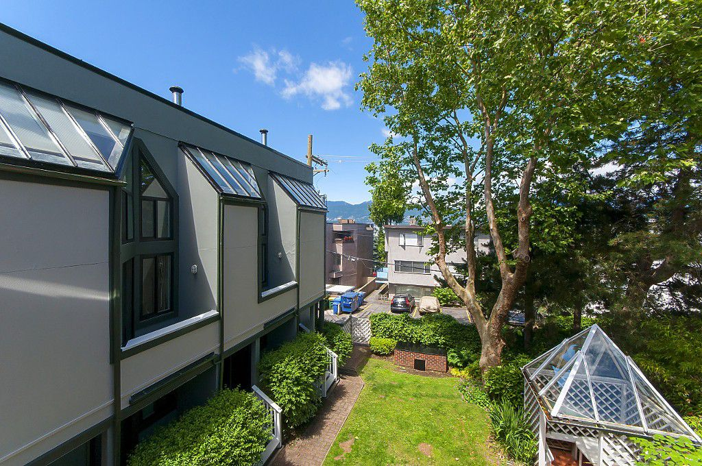 "Photo 8: Photos: 12 1870 YEW Street in Vancouver: Kitsilano Townhouse for sale in ""NEWPORT MEWS"" (Vancouver West)  : MLS®# R2180967"