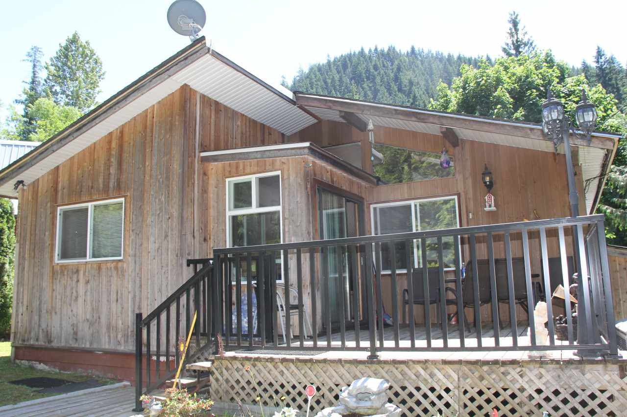 Main Photo: 66552 SUMMER Road in Hope: Hope Kawkawa Lake House for sale : MLS®# R2181390