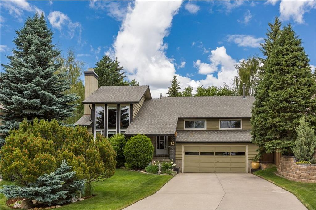 Main Photo: 20 COACH RIDGE Close SW in Calgary: Coach Hill House for sale : MLS®# C4124714