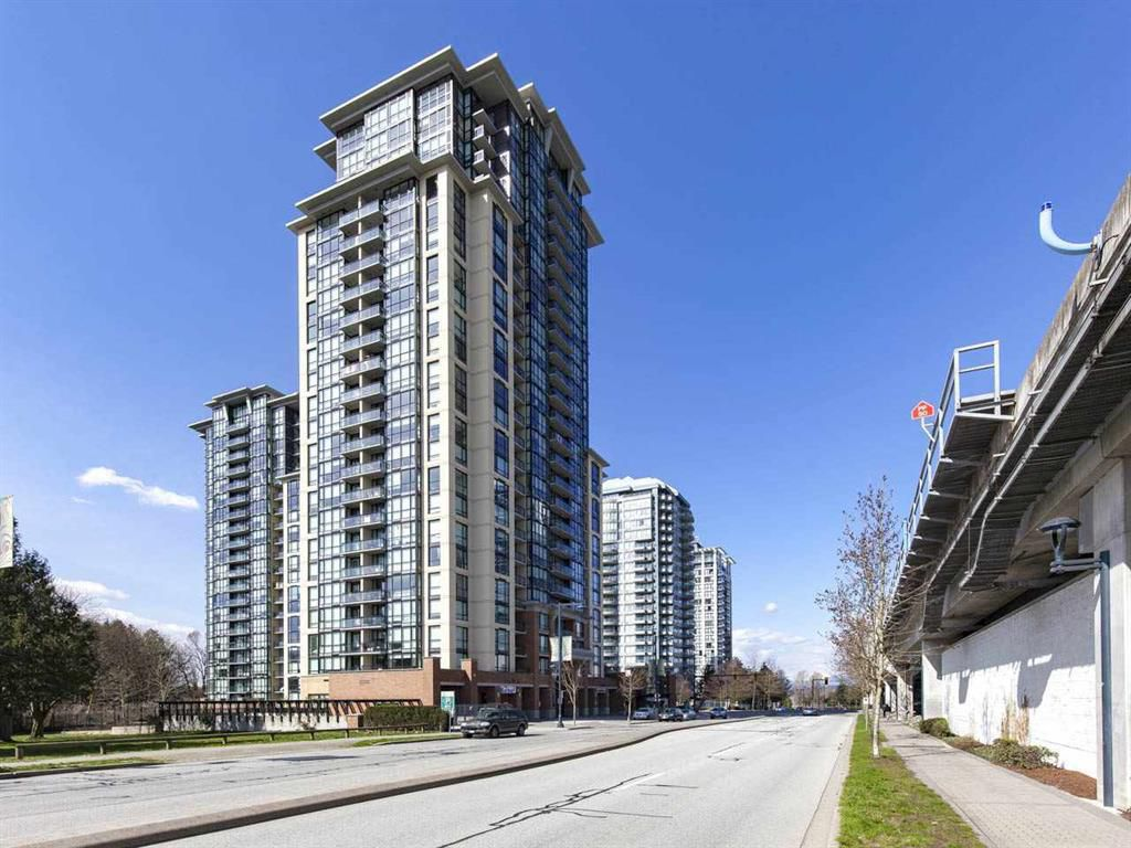 "Main Photo: 402 10777 UNIVERSITY Drive in Surrey: Whalley Condo for sale in ""CITY POINT"" (North Surrey)  : MLS®# R2217386"