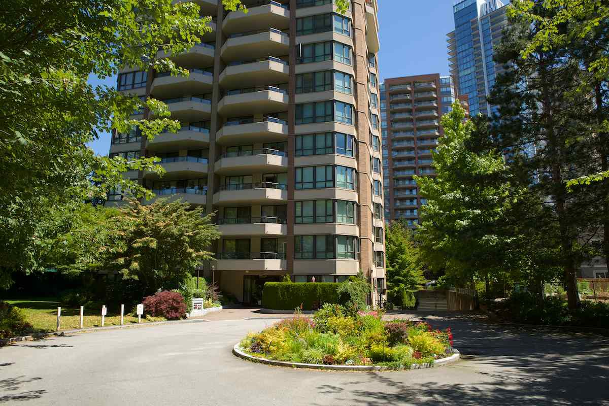 Main Photo: 1104 6152 KATHLEEN Avenue in Burnaby: Metrotown Condo for sale (Burnaby South)  : MLS®# R2289643