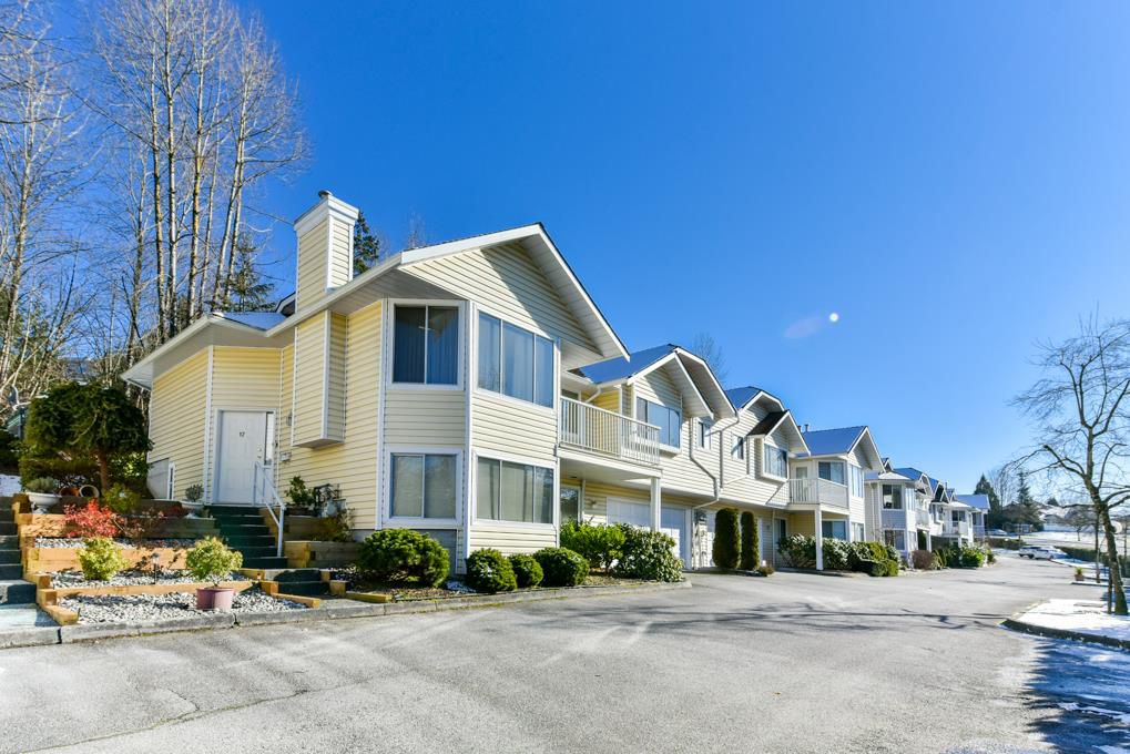 """Main Photo: 17 22555 116 Avenue in Maple Ridge: East Central Townhouse for sale in """"Fraserview Village"""" : MLS®# R2339464"""