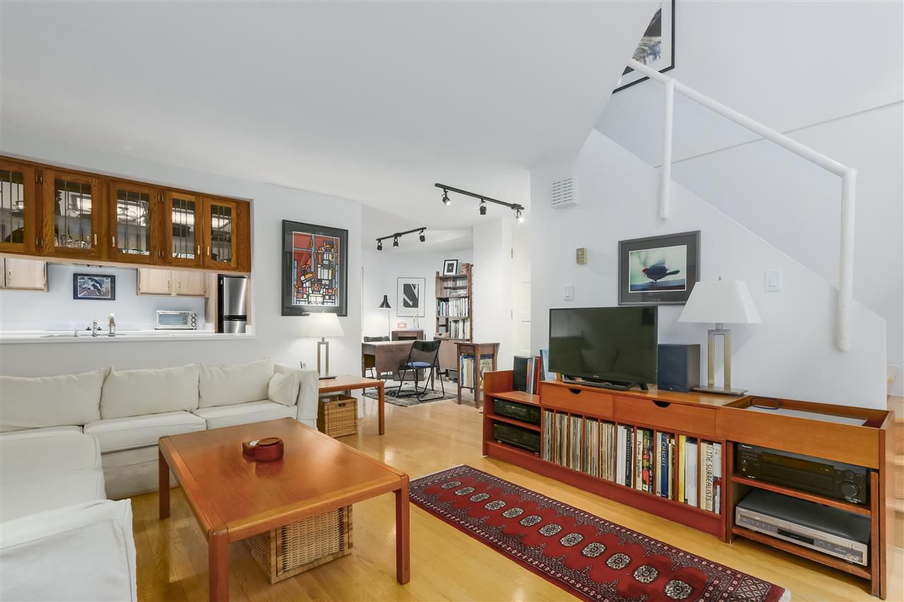 Photo 6: Photos: 1033 W 8TH Avenue in Vancouver: Fairview VW Townhouse for sale (Vancouver West)  : MLS®# R2357973