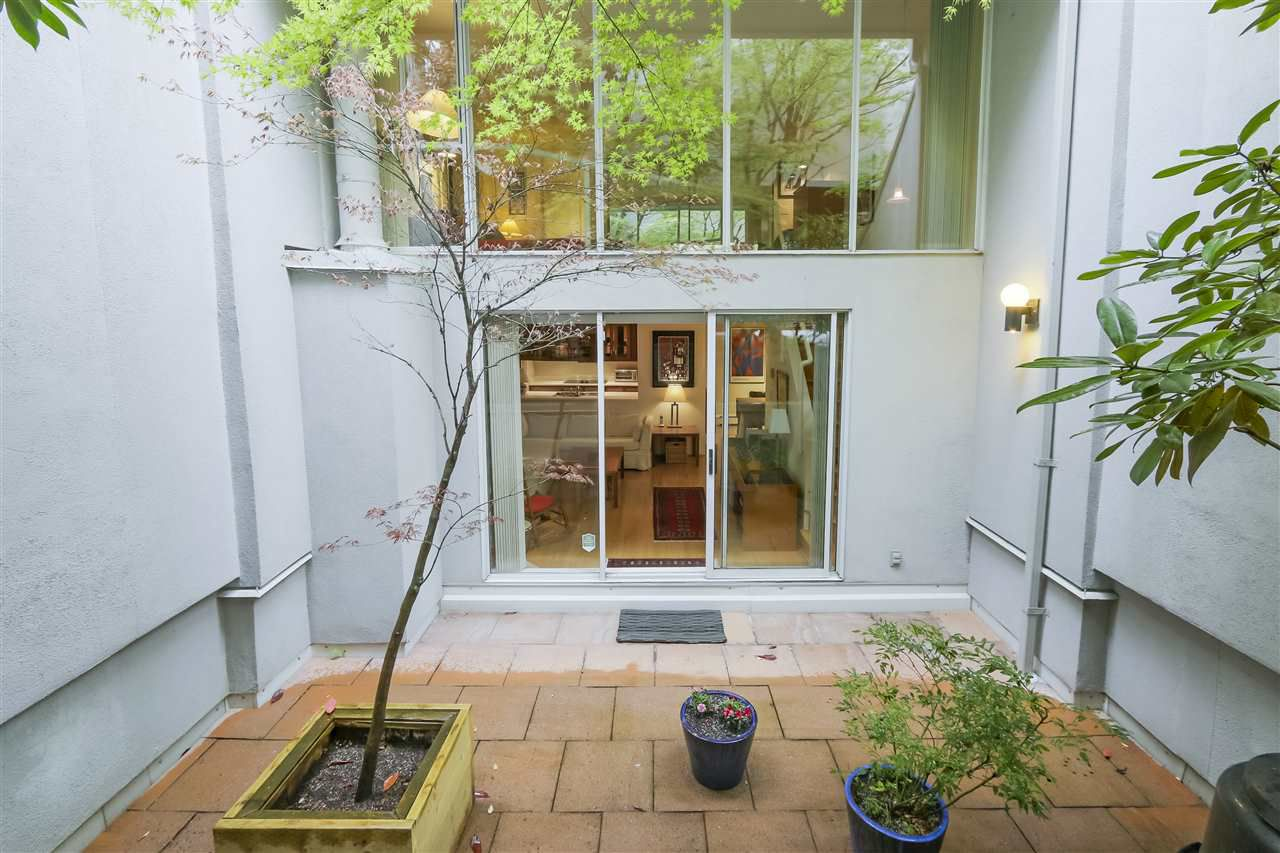 Photo 1: Photos: 1033 W 8TH Avenue in Vancouver: Fairview VW Townhouse for sale (Vancouver West)  : MLS®# R2357973