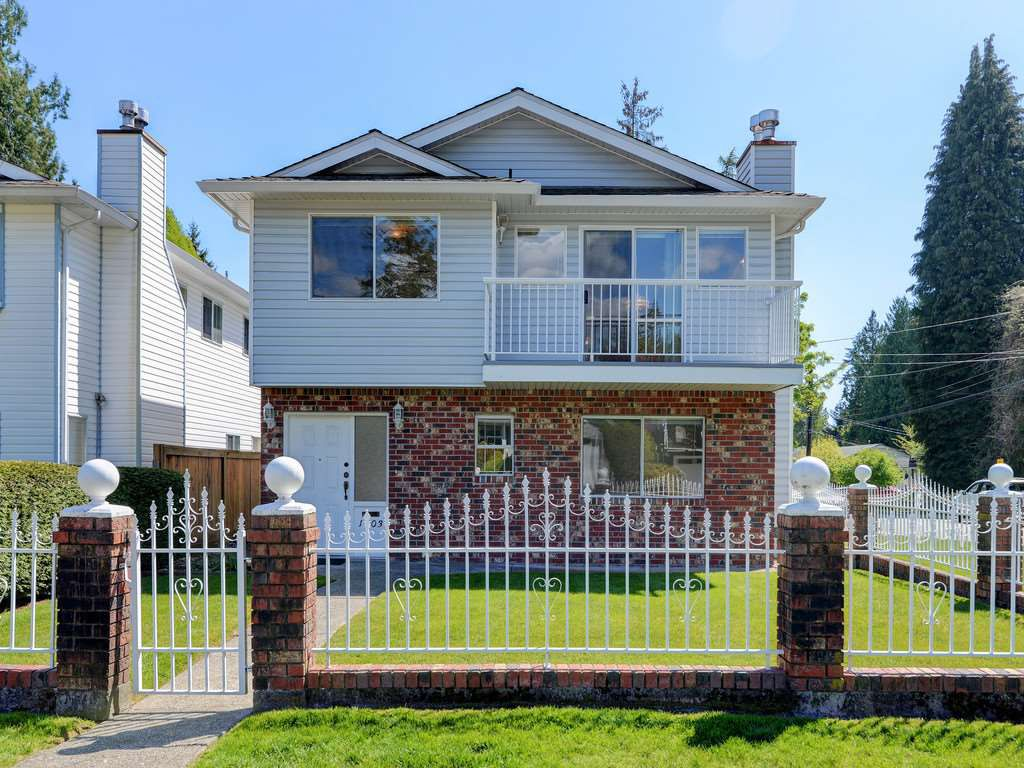 Main Photo: 1403 FREDERICK Road in North Vancouver: Lynn Valley House for sale : MLS®# R2368959