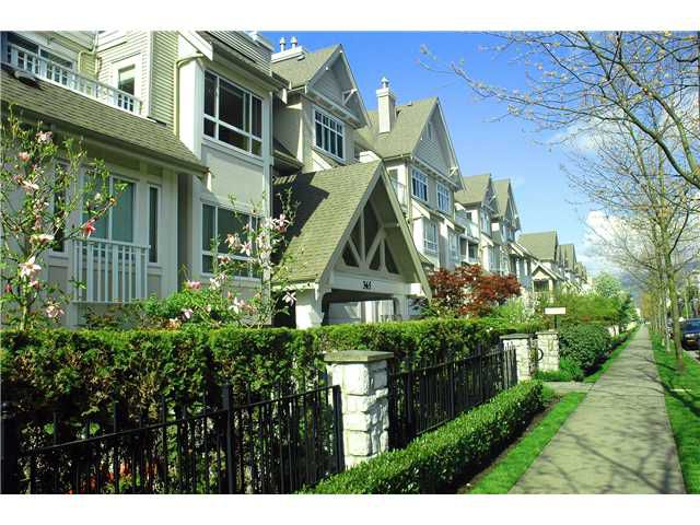 """Main Photo: 401 365 E 1ST Street in North Vancouver: Lower Lonsdale Condo for sale in """"Vista East at Hamersley Park"""" : MLS®# V1032876"""