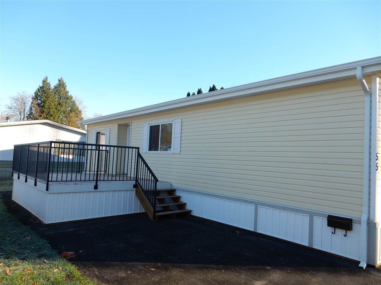 "Main Photo: 55 8220 KING GEORGE Boulevard in Surrey: Bear Creek Green Timbers Manufactured Home for sale in ""Crestway Bays"" : MLS®# R2017724"