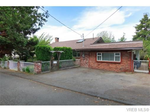 Main Photo: 2864 Wyndeatt Avenue in VICTORIA: SW Gorge Single Family Detached for sale (Saanich West)  : MLS®# 371606