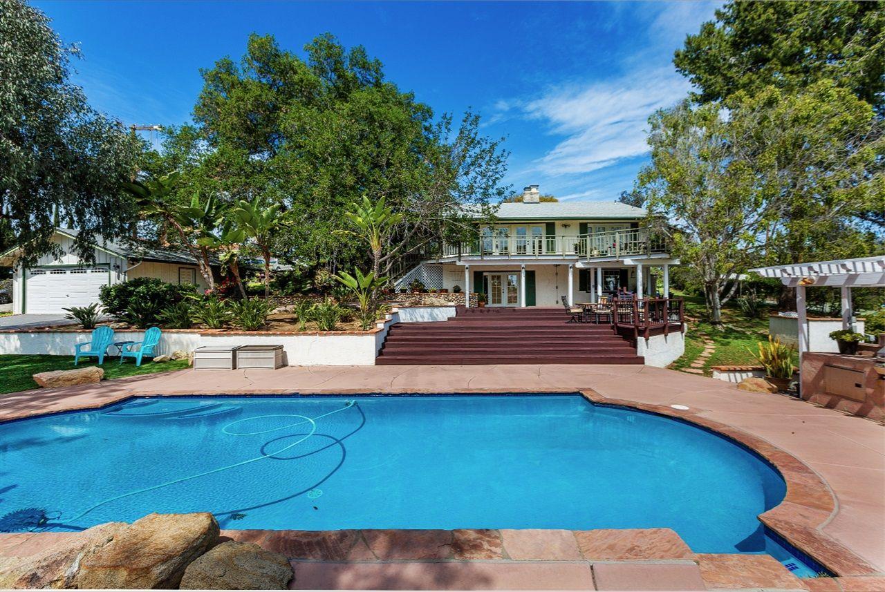 Main Photo: VISTA House for sale : 3 bedrooms : 1152 Loma Vista Way