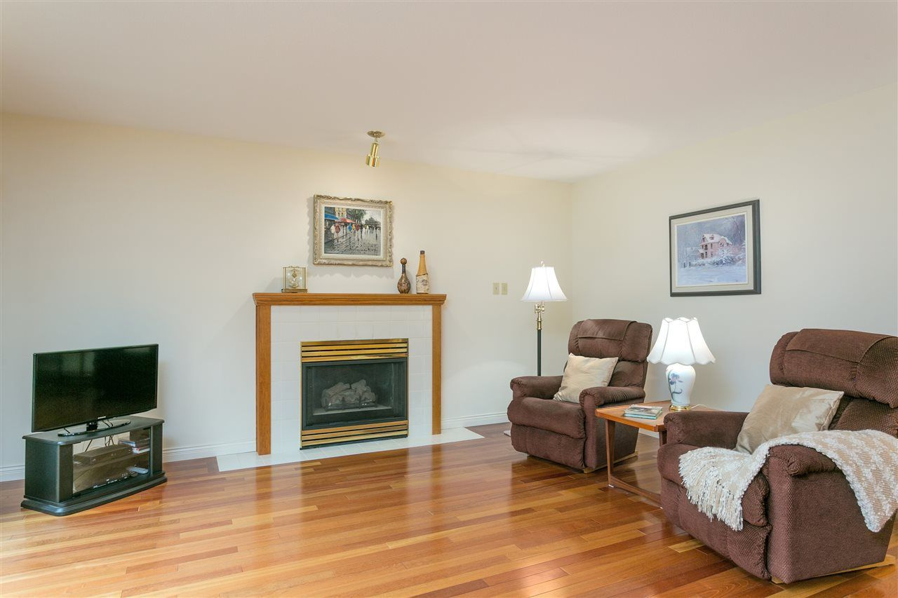 Photo 4: Photos: 1080 CLEMENTS Avenue in North Vancouver: Canyon Heights NV House for sale : MLS®# R2298872