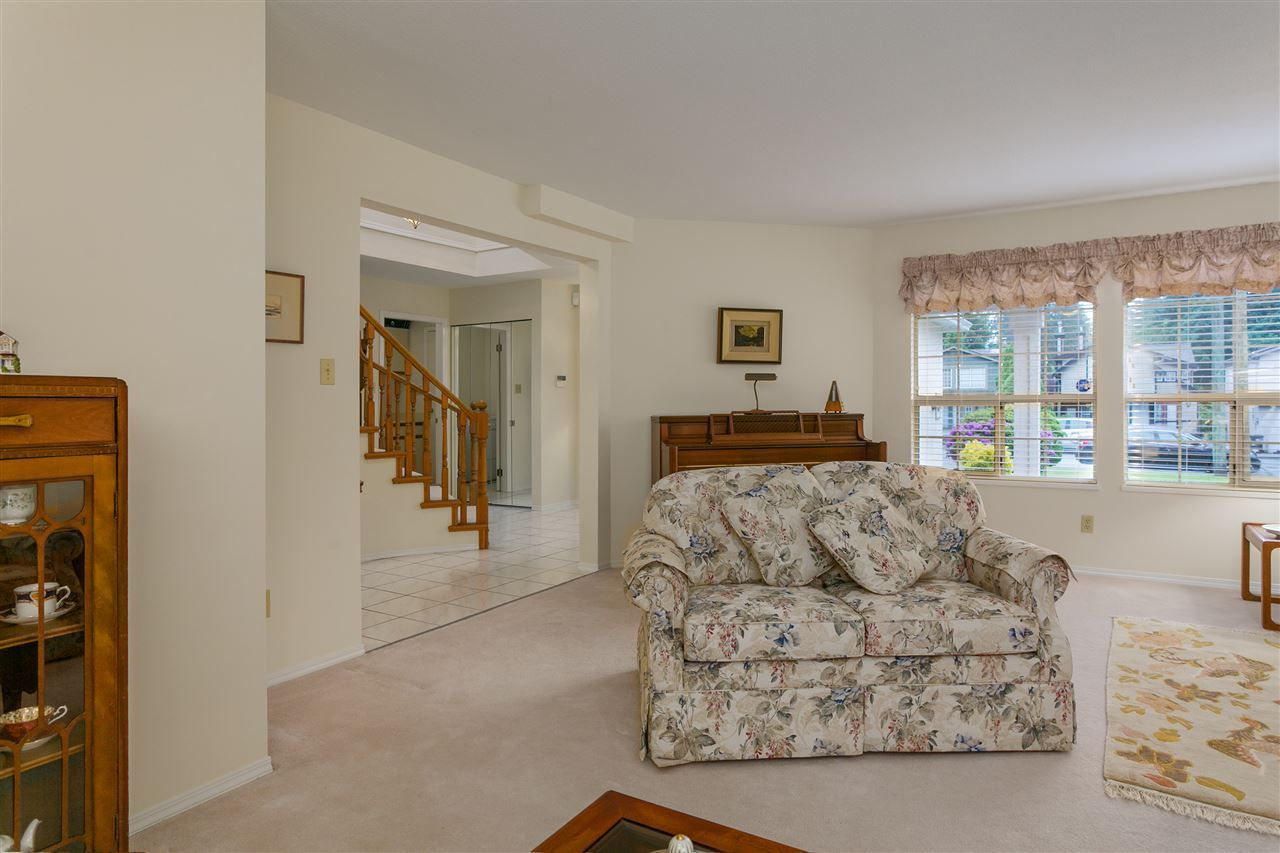 Photo 6: Photos: 1080 CLEMENTS Avenue in North Vancouver: Canyon Heights NV House for sale : MLS®# R2298872