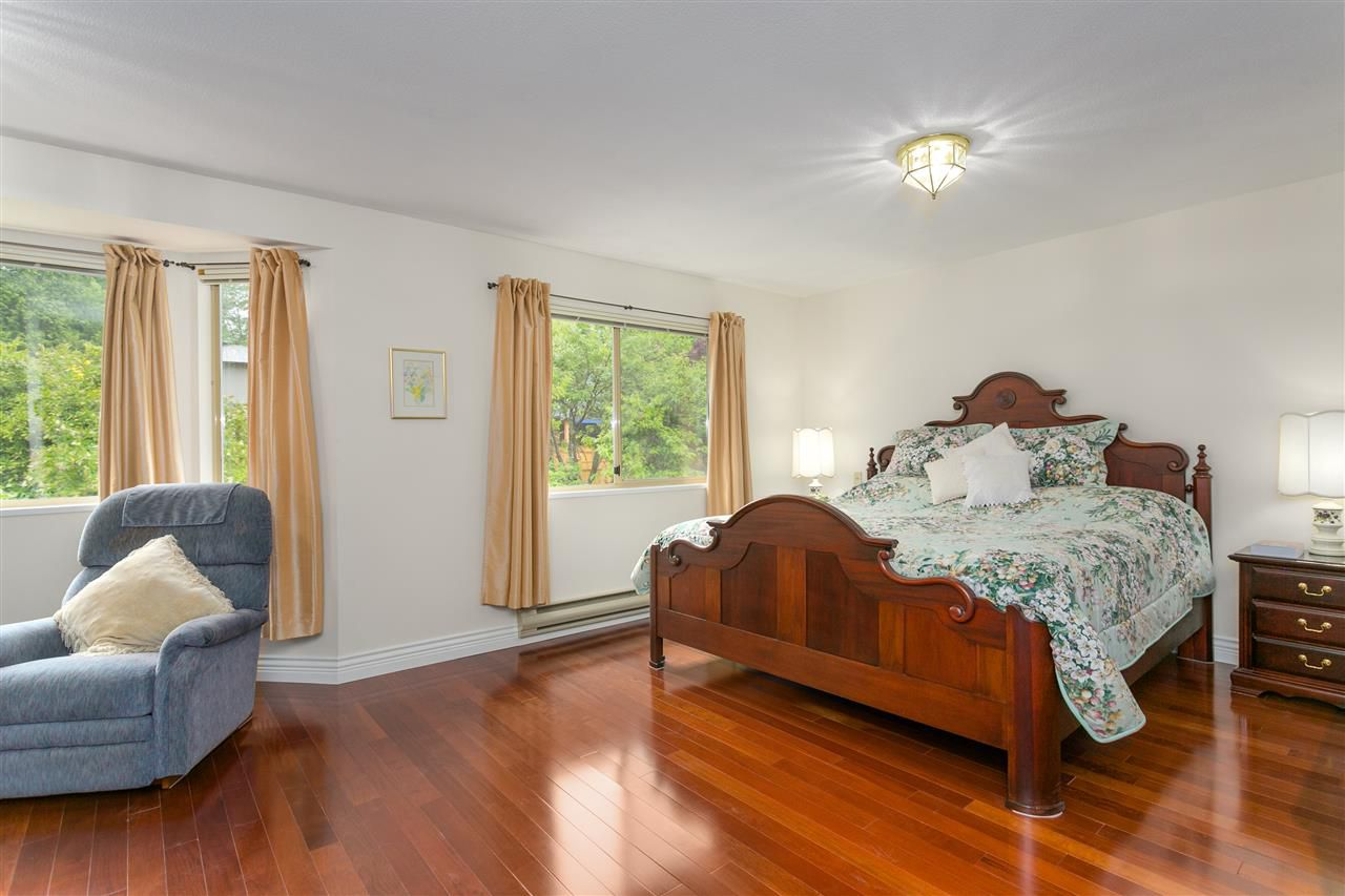 Photo 10: Photos: 1080 CLEMENTS Avenue in North Vancouver: Canyon Heights NV House for sale : MLS®# R2298872
