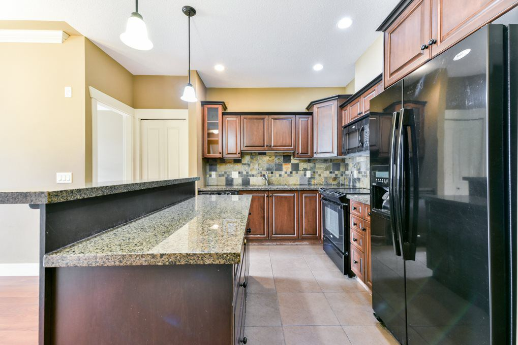 """Main Photo: 310 45893 CHESTERFIELD Avenue in Chilliwack: Chilliwack W Young-Well Condo for sale in """"The Willows"""" : MLS®# R2329817"""
