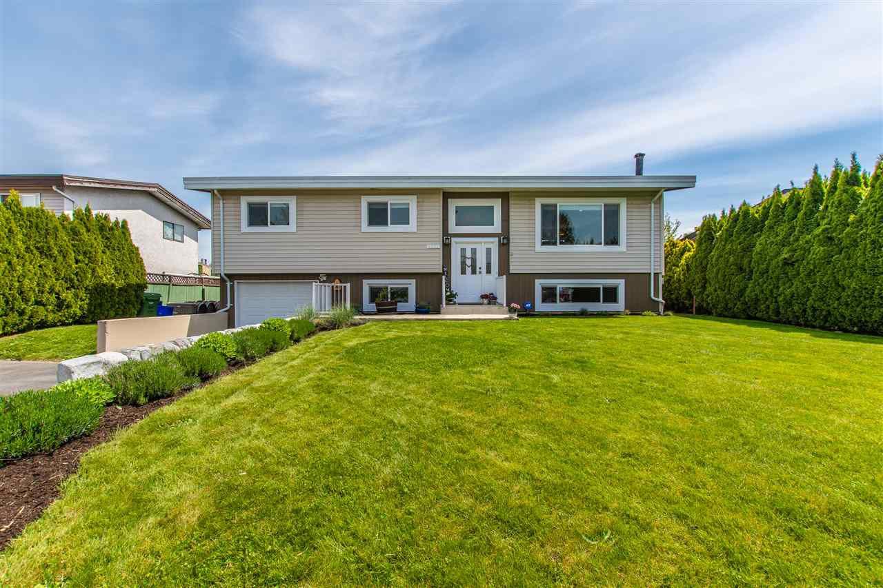Main Photo: 6532 DAYTON Drive in Sardis: Sardis West Vedder Rd House for sale : MLS®# R2369881