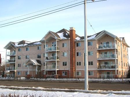 Main Photo: 4 Yrs New! 2 Bdrm-2 Bathroom Condo with Underground Paking - Backs on to Ravine!