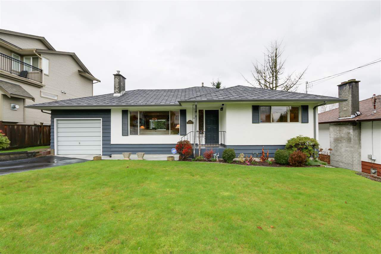 """Main Photo: 335 HOULT Street in New Westminster: The Heights NW House for sale in """"Sapperton"""" : MLS®# R2037174"""